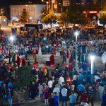 Kırşehir,'de, meydanlarda toplanan binlerce vatandaş, Fetullahçı Terör Örgütü'nün (FETÖ) darbe girişimine tepki gösterdi. Vatandaşlar, ellerindeki Türk bayraklarıyla Cacabey Meydanı'nda bir araya geldi. Kur'an-ı Kerim tilavetinin ardından, dualar edildi. Kırşehir Belediyesi mehter takımının seslendirdiği kahramanlık türkülerine vatandaşlar Türk bayrakları sallayarak eşlik etti.  ( Serkan Güner - Anadolu Ajansı )