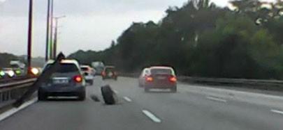 TEM'de lastiği çıkan otomobil tehlike saçtı