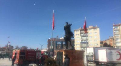 Atatürk Büstü Belediye Ekipleri Tarafından Temizlendi