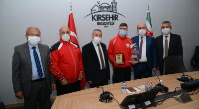 Başkan Ekicioğlu, Şampiyon Sporcuları Ödüllendirdi