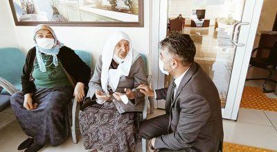 Kömürcüoğlu, huzurevi sakinleri ile sohbet etti