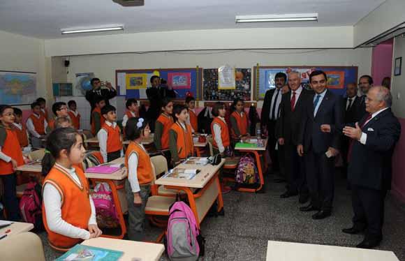 Vali Necati Şentürk, ilköğretim okullarında incelemelerde bulundu