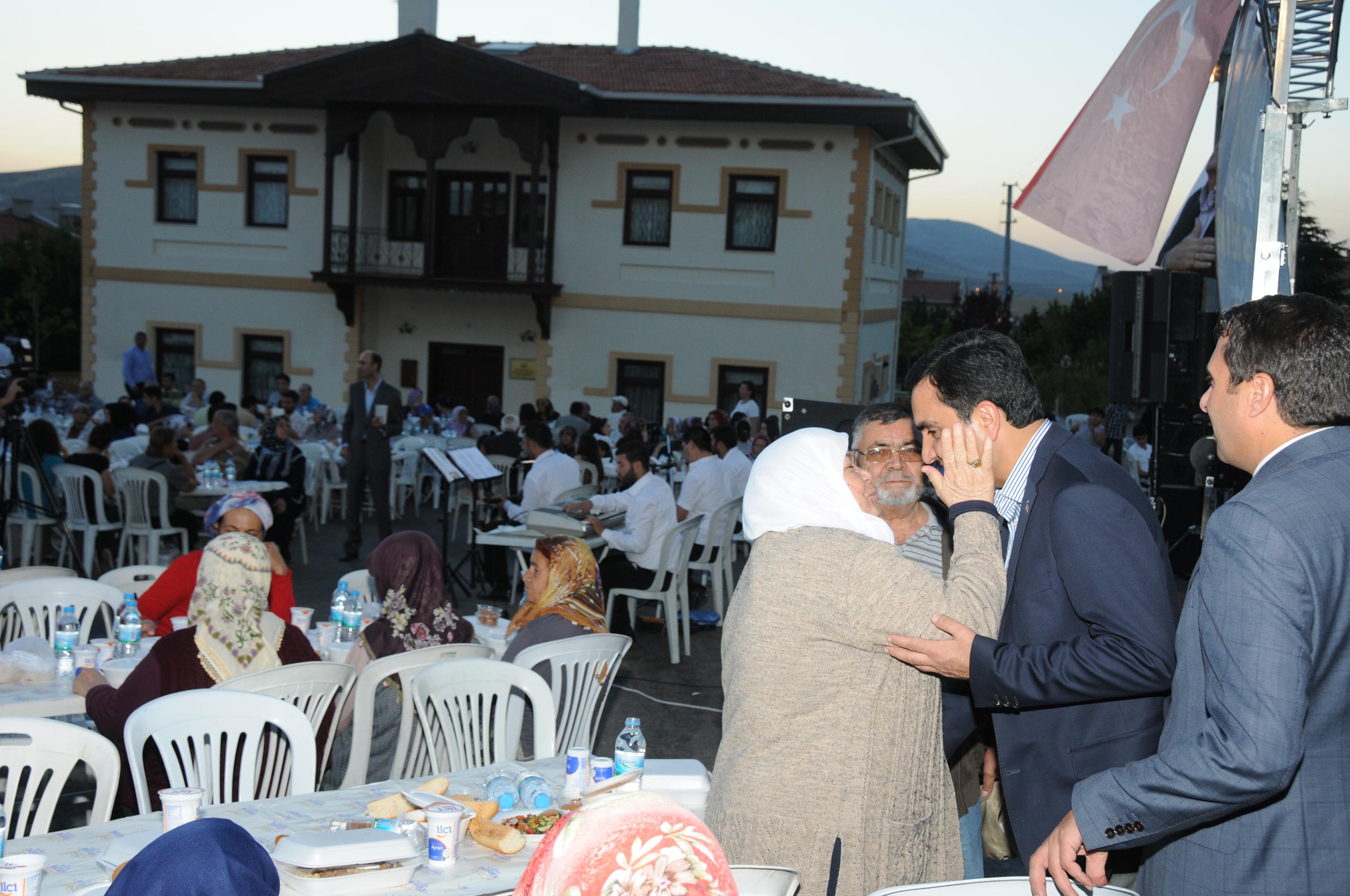 Kırşehir Belediyesi iftar programlarına devam ediyor