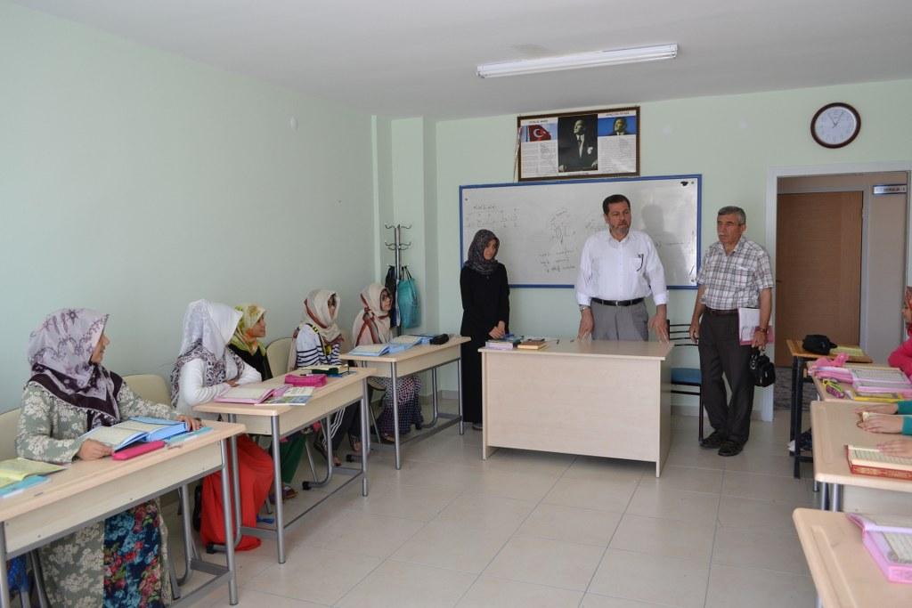 İl Müftüsü Mehmet Şahin, yaz kurslarını ziyaret ediyor