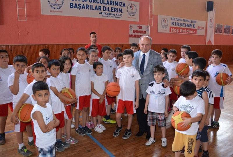 Özdemir Çakacak'dan sporcu gençlere ziyaret