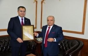 Kazakistan Büyükelçisi'nden Vali Şentürk'e ziyaret